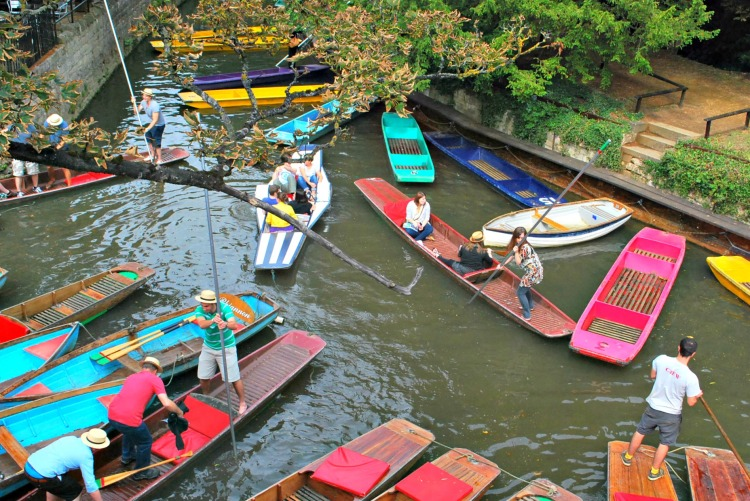 Punting - One Day in Oxford - www.shewalkstheworld.com