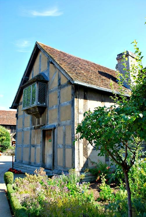 Shakespeare's Birthplace - www.shewalkstheworld.com