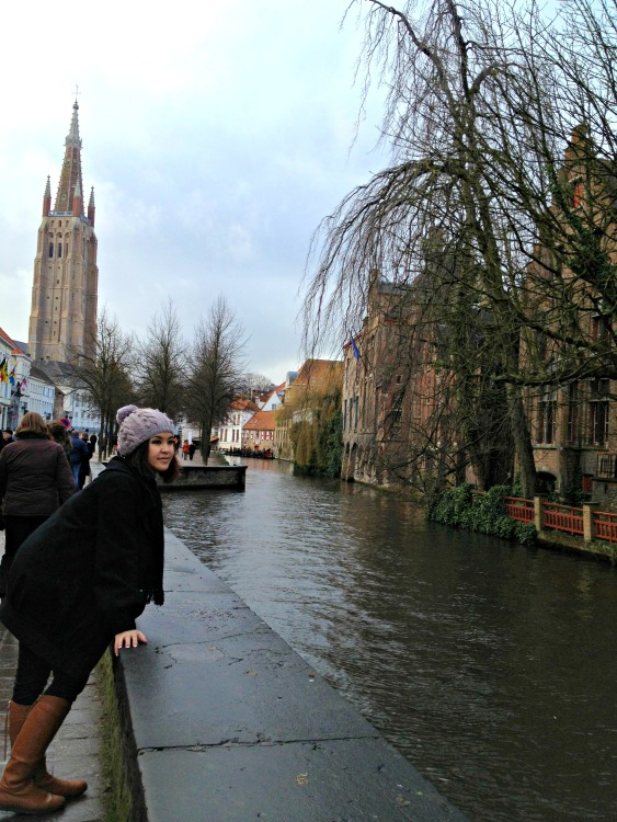 A Winters' Day in Bruges - Canals - www.shewalkstheworld.com