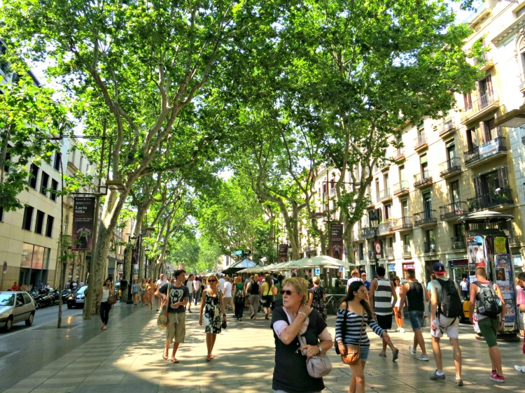 La Rambla - Mynn's Top 10 Things to See in Barcelona - www.shewalkstheworld.com