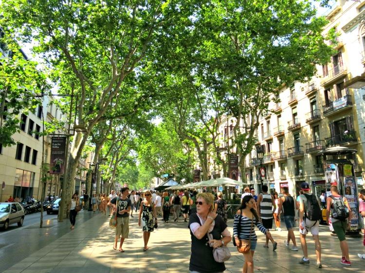 La Rambla - Mynn's Top 10 Things to See in Barcelona - www.shewalkstheworld.com