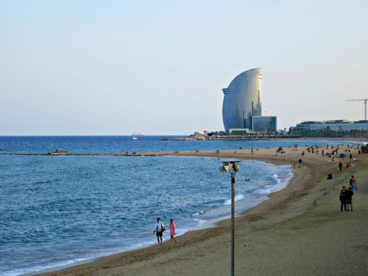 La Barceloneta - Mynn's Top 10 Things to See in Barcelona - www.shewalkstheworld.com