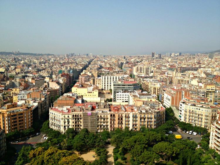 Sagrada Familia - Mynn's Top 10 Things to See in Barcelona - www.shewalkstheworld.com