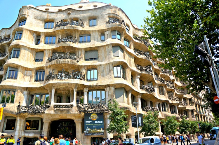 Casa Mila - Mynn's Top 10 Things to See in Barcelona - www.shewalkstheworld.com