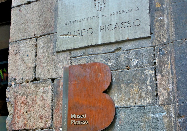 Museu Picasso - Mynn's Top 10 Things to See in Barcelona - www.shewalkstheworld.com