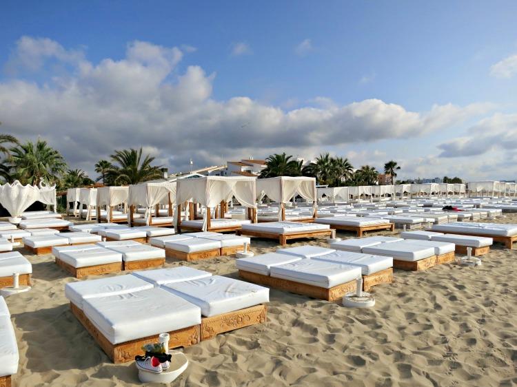Playa d'en Bossa Beach - Ushuaia Ibiza Beach Hotel - www.shewalkstheworld.com