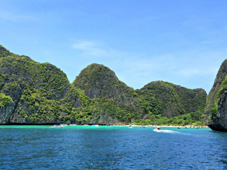 Phi Phi Islands - Top 10 Things to Do in Phuket - www.shewalkstheworld.com
