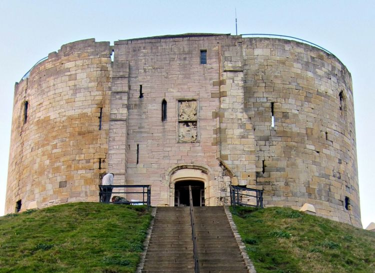 Clifford's Tower - Mynn's Top 10 Things to do in York - www.shewalkstheworld.com