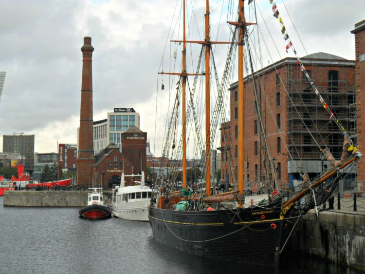 Albert Dock - My Day in Liverpool - www.shewalkstheworld.com