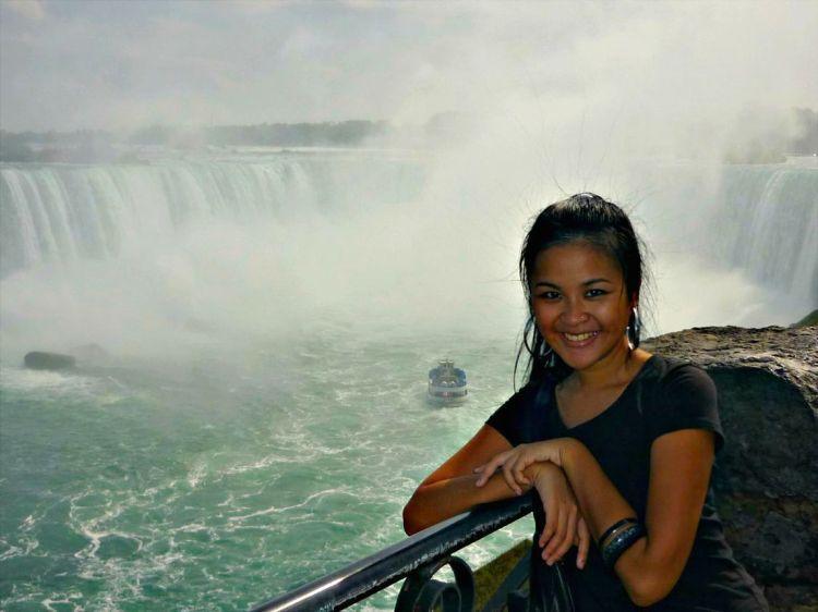 The Niagara Falls - www.shewalkstheworld.com