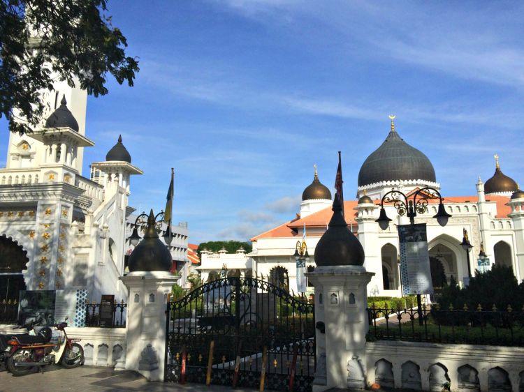 Masjid Kapitan Keling - Mynn's Top 10 Buildings to Visit in Penang's Historical Georgetown - www.shewalkstheworld.com